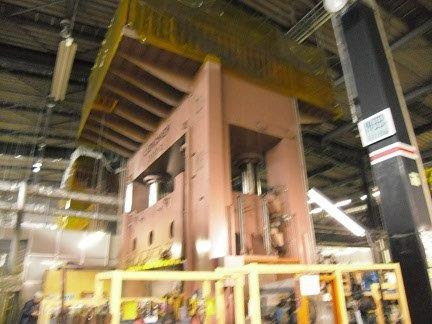 3,000 ton Hydraulic Press LIEN CHIEH(Taiwan) LHS-3000 Bolster 4,300